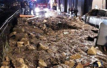 https://www.ragusanews.com//immagini_articoli/22-10-2018/piove-piazza-armerina-finisce-sott-acqua-240.jpg