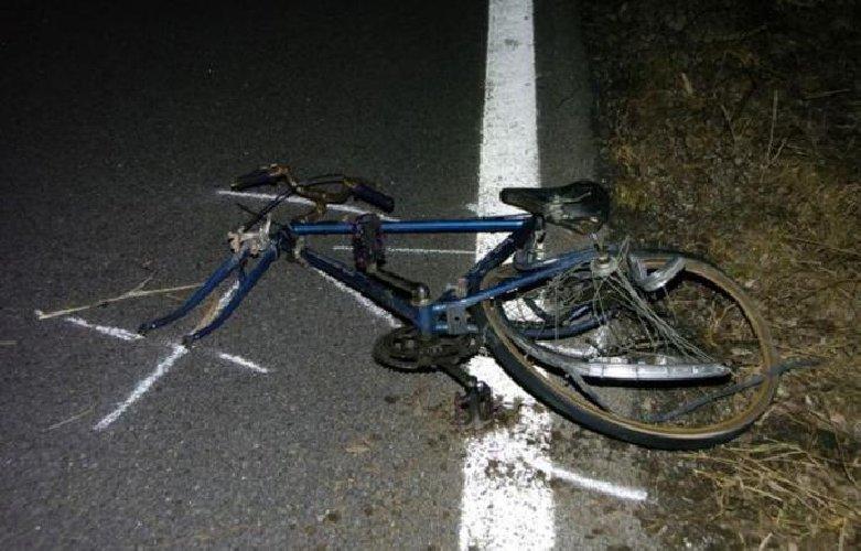 https://www.ragusanews.com//immagini_articoli/22-10-2019/auto-travolge-ciclista-e-lo-uccide-500.jpg