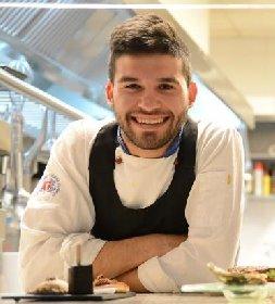 https://www.ragusanews.com//immagini_articoli/22-10-2020/luca-gulino-nuovo-chef-del-ristorante-1-stella-michelin-la-fenice-280.jpg