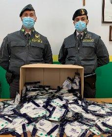https://www.ragusanews.com//immagini_articoli/22-10-2020/mascherine-contraffatte-denunciata-farmacia-nel-centro-di-palermo-280.jpg