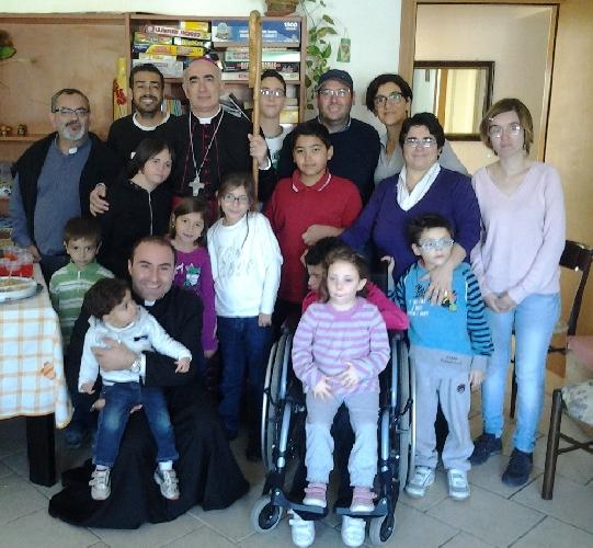 https://www.ragusanews.com//immagini_articoli/22-11-2013/il-vescovo-stagliano-ha-incontrato-le-famiglie-della-papa-giovanni-xxiii-500.jpg