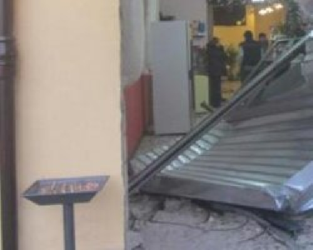 http://www.ragusanews.com//immagini_articoli/22-11-2014/furto-di-slot-machines-con-scasso-di-saracinesca-500.jpg