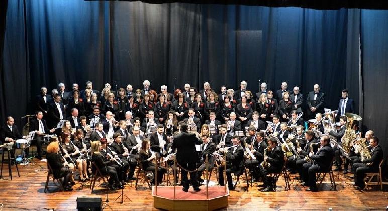 http://www.ragusanews.com//immagini_articoli/22-11-2016/scicli-al-via-la-stagione-concertistica-della-busacca-borrometi-420.jpg