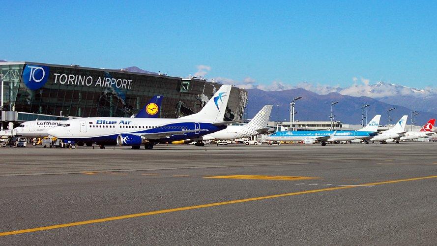 https://www.ragusanews.com//immagini_articoli/22-11-2018/aeroporto-comiso-rotta-torino-germania-500.jpg
