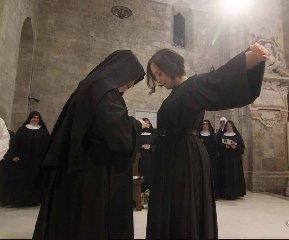 https://www.ragusanews.com//immagini_articoli/22-11-2018/monacazione-ragusa-scelta-serena-240.jpg