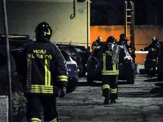 https://www.ragusanews.com//immagini_articoli/22-11-2019/incendio-in-un-villino-sui-navigli-morti-due-fidanzati-240.jpg