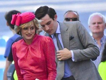 https://www.ragusanews.com//immagini_articoli/22-11-2020/equot;the-crown-4equot;-storia-carlo-diana-infuriare-reali-inglesi-280.jpg