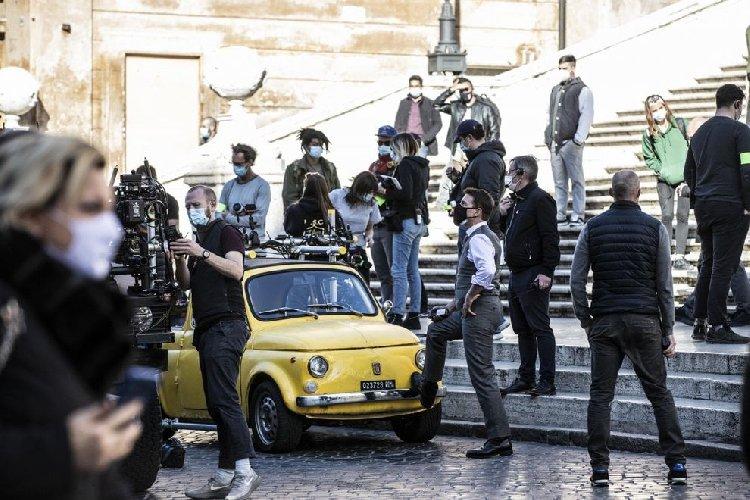 https://www.ragusanews.com//immagini_articoli/22-11-2020/mission-impossible-tom-cruise-gira-a-piazza-di-spagna-a-roma-500.jpg