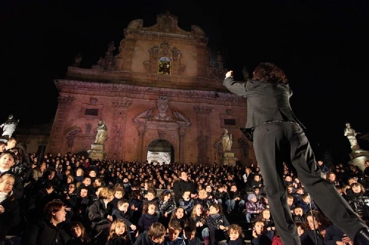 https://www.ragusanews.com//immagini_articoli/22-12-2012/in-diretta-streaming-un-canto-di-luce-a-modica-500.jpg
