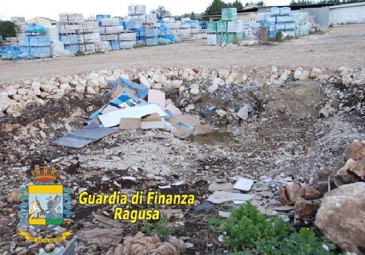 http://www.ragusanews.com//immagini_articoli/22-12-2014/a-ragusa-una-discarica-abusiva-500.jpg