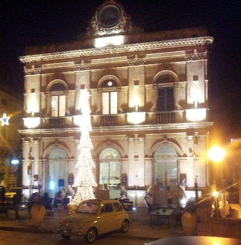 http://www.ragusanews.com//immagini_articoli/22-12-2014/capodanno-a-palazzo-busacca-500.jpg