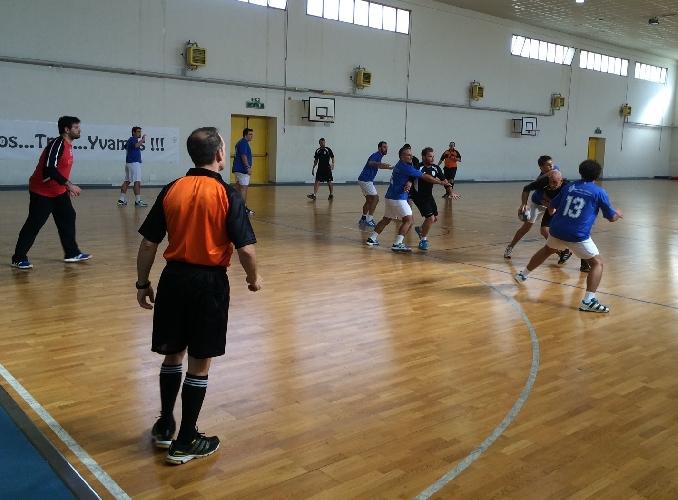 http://www.ragusanews.com//immagini_articoli/22-12-2014/la-pallamano-ragusa-corsara-sul-campo-del-villaurea-palermo-500.jpg