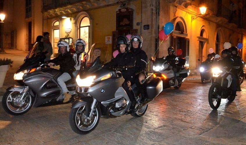 http://www.ragusanews.com//immagini_articoli/22-12-2014/partecipata-la-motofiaccolata-iblea-500.jpg
