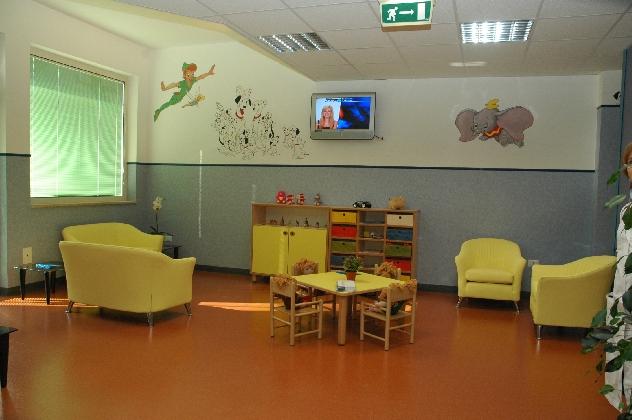 https://www.ragusanews.com//immagini_articoli/22-12-2016/vittoria-inaugurati-i-nuovi-reparti-di-pediatria-e-ginecologia-420.jpg