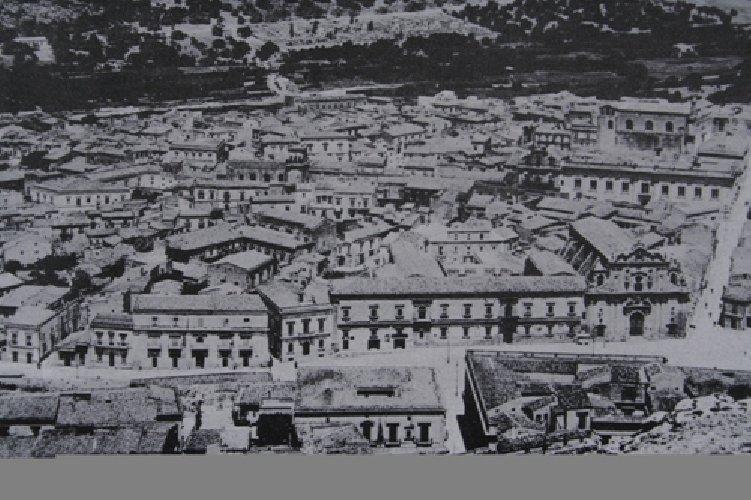 http://www.ragusanews.com//immagini_articoli/22-12-2017/facciata-lipparini-500.jpg