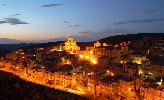 https://www.ragusanews.com//immagini_articoli/22-12-2017/ospitalita-diffusa-inaugura-welcome-point-monterosso-almo-100.jpg