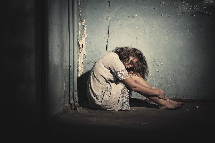 Trapani: arrestato allevatore, faceva prostituire una tredicenne nell'ovile