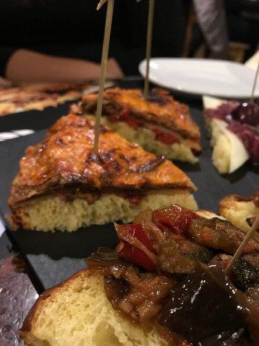https://www.ragusanews.com//immagini_articoli/22-12-2017/sicilia-hanno-inventato-panettone-cipolla-caramellata-500.jpg