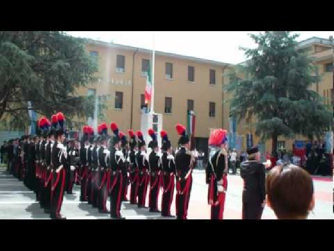 https://www.ragusanews.com//immagini_articoli/22-12-2018/carabiniere-spara-suicidandosi-durante-alzabandiera-500.jpg