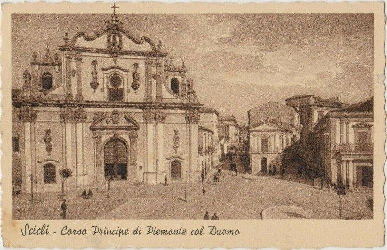 https://www.ragusanews.com//immagini_articoli/22-12-2019/1577052037-piazza-italia-a-scicli-prima-demolizione-collegio-dei-gesuiti-1-500.jpg