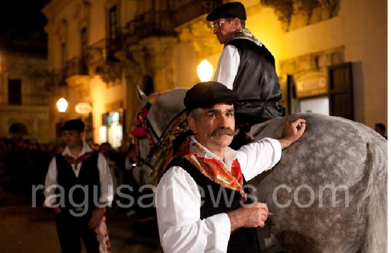 https://www.ragusanews.com//immagini_articoli/23-01-2014/la-cavalcata-di-san-giuseppe-di-scicli-il-22-marzo-500.jpg