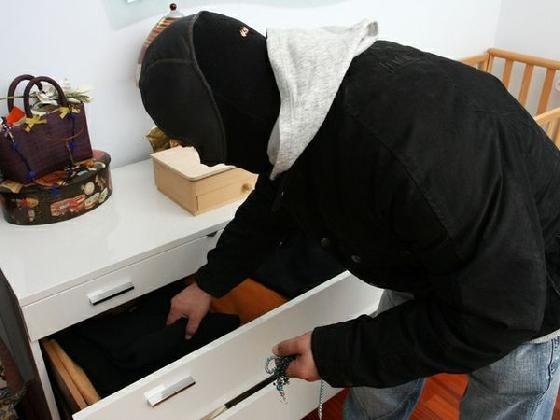 https://www.ragusanews.com//immagini_articoli/23-01-2017/furti-abitazioni-marina-arrestato-vittoriese-420.jpg