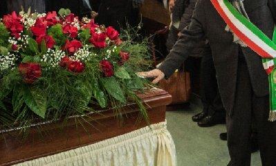http://www.ragusanews.com//immagini_articoli/23-01-2018/modica-funerali-laici-cittadini-chiedono-spazio-240.jpg