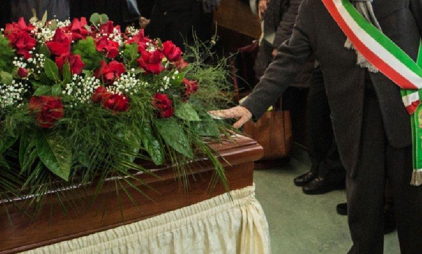 https://www.ragusanews.com//immagini_articoli/23-01-2018/modica-funerali-laici-cittadini-chiedono-spazio-500.jpg