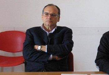 http://www.ragusanews.com//immagini_articoli/23-01-2018/ragusa-giorgio-massari-candida-sindaco-rompe-definitivamente-240.jpg