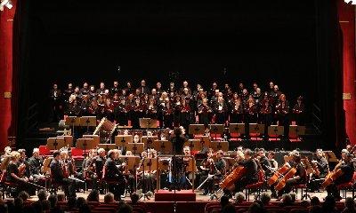 https://www.ragusanews.com//immagini_articoli/23-01-2019/coro-teatro-massimo-bellini-modica-240.jpg