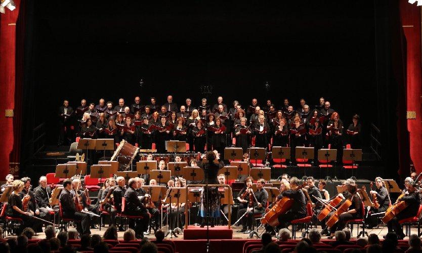 https://www.ragusanews.com//immagini_articoli/23-01-2019/coro-teatro-massimo-bellini-modica-500.jpg