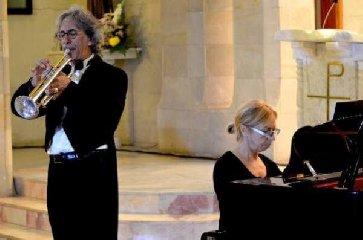 https://www.ragusanews.com//immagini_articoli/23-01-2019/trombettista-luigi-santo-pianista-daniela-gentile-ragusa-240.jpg