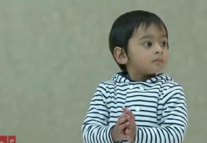https://www.ragusanews.com//immagini_articoli/23-01-2020/bambino-fugge-dai-genitori-e-saltella-davanti-a-papa-francesco-in-udienza-500.jpg