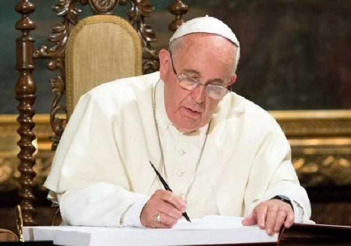 https://www.ragusanews.com//immagini_articoli/23-01-2021/papa-scrive-la-prefazione-al-libro-di-un-giovane-poeta-romano-500.jpg