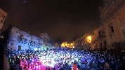 http://www.ragusanews.com//immagini_articoli/23-02-2017/carnevale-chiaramonte-salsiccia-maccheroni-carri-allegorici-100.jpg