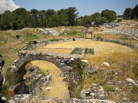 https://www.ragusanews.com//immagini_articoli/23-02-2017/neapolis-siracusa-guide-turistiche-stato-abbandono-420.jpg