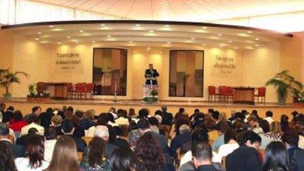 https://www.ragusanews.com//immagini_articoli/23-02-2018/caltanissetta-assemblea-testimoni-geova-ragusa-siracusa-240.jpg