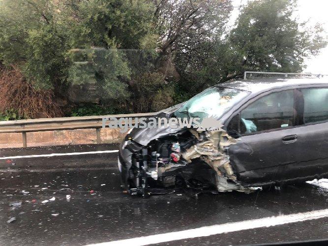 https://www.ragusanews.com//immagini_articoli/23-02-2018/grave-incidente-modica-ragusa-500.jpg