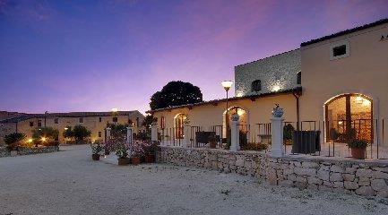 https://www.ragusanews.com//immagini_articoli/23-02-2018/ragusa-artemisia-resort-vince-travellers-choice-2018-240.jpg