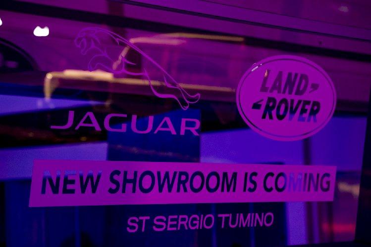 https://www.ragusanews.com//immagini_articoli/23-02-2019/1550915610-showroom-costruzione-evoque-supera-stessa-foto-2-500.jpg
