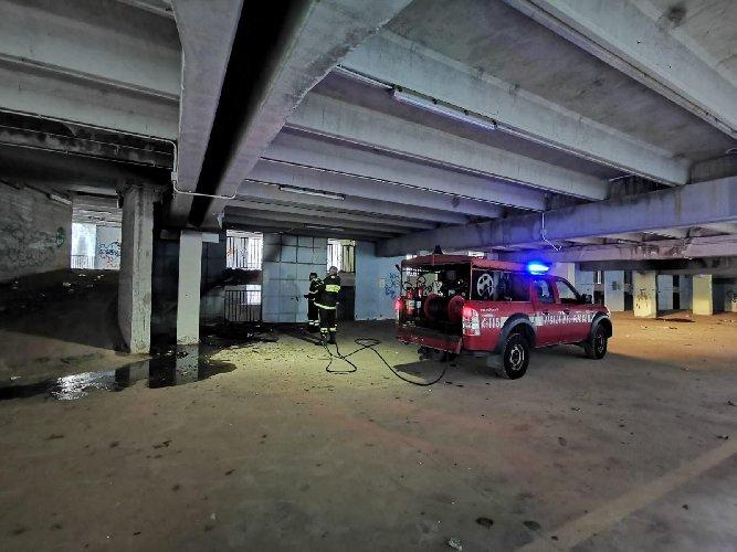https://www.ragusanews.com//immagini_articoli/23-02-2020/incendio-doloso-parcheggio-abbandonato-di-viale-medaglie-d-oro-500.jpg