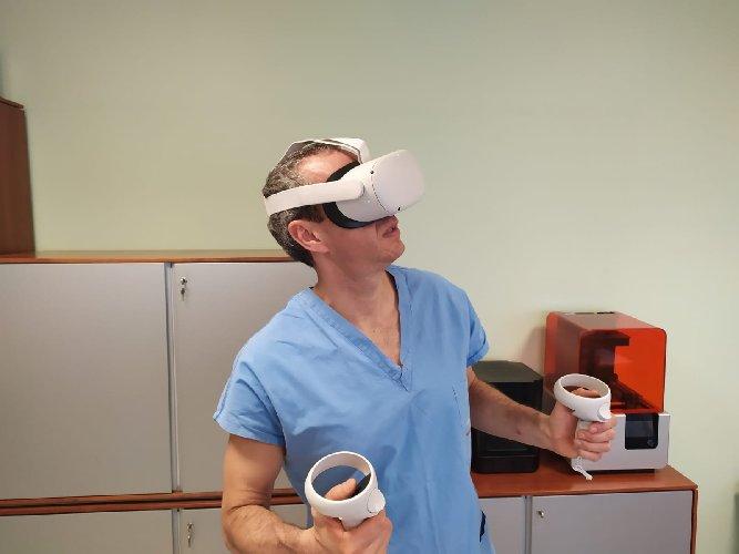https://www.ragusanews.com//immagini_articoli/23-02-2021/la-chirurgia-pediatrica-applica-la-realta-virtuale-500.jpg