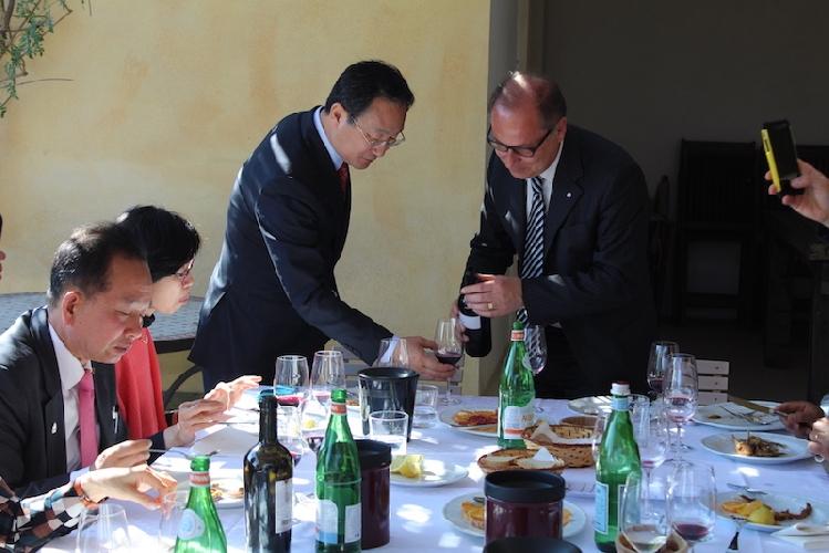 https://www.ragusanews.com//immagini_articoli/23-03-2017/delegazione-corea-noto-500.jpg