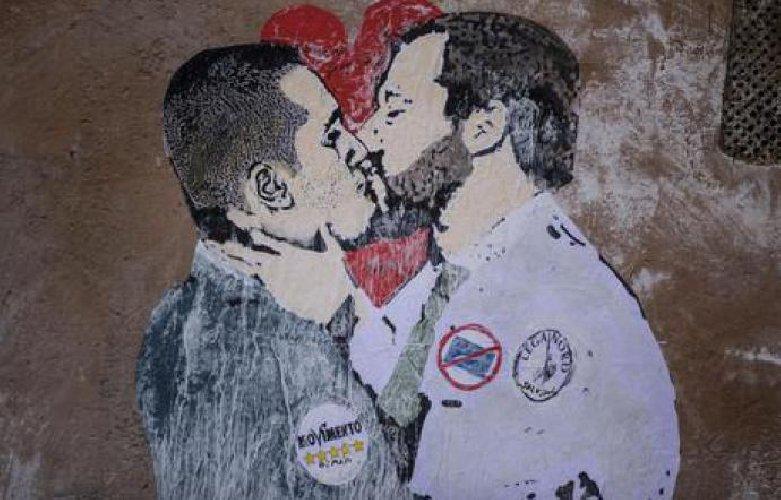 https://www.ragusanews.com//immagini_articoli/23-03-2018/bacio-salvini-maio-murales-500.jpg