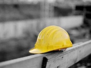 https://www.ragusanews.com//immagini_articoli/23-03-2018/incidente-lavoro-mondial-granit-operaio-salvato-colleghi-240.jpg