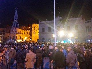 https://www.ragusanews.com//immagini_articoli/23-03-2019/rissa-notte-piazza-matteotti-240.jpg