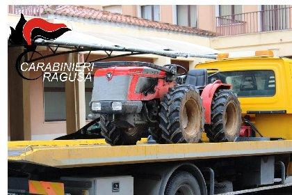 https://www.ragusanews.com//immagini_articoli/23-03-2021/i-carabinieri-recuperano-due-trattori-e-due-atomizzatori-rubati-280.jpg