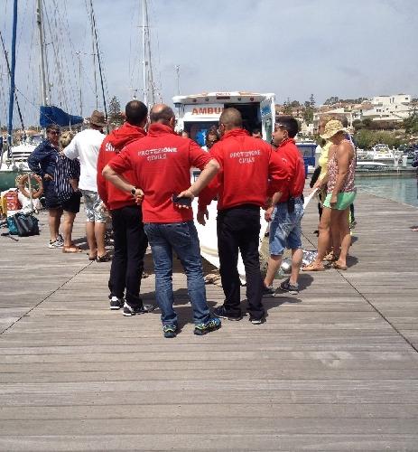 http://www.ragusanews.com//immagini_articoli/23-04-2016/si-accascia-sul-pontile-e-muore-a-marina-di-ragusa-500.jpg