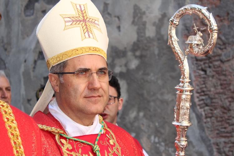 https://www.ragusanews.com//immagini_articoli/23-04-2017/arcivescovo-palermo-monsignor-lorefice-chiaramonte-500.jpg