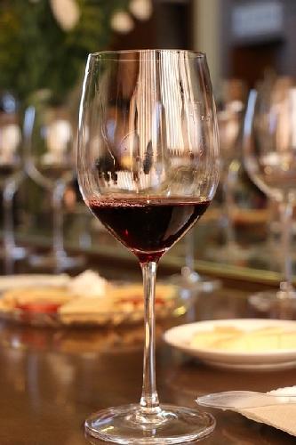 http://www.ragusanews.com//immagini_articoli/23-04-2017/avvicinamento-vino-centro-storico-comiso-500.jpg